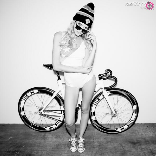 Happy New Year!   check out @AventonBikes and also @BollaKills, both featured in our newest photoset. http://t.co/7ltFwzP1Ii