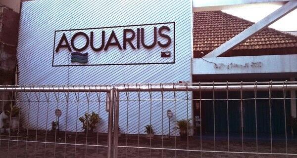 Toko musik Aquarius Mahakam akhirnya tutup pada 31 Desember 2013 malam silam. http://t.co/4GQ1DuwPib