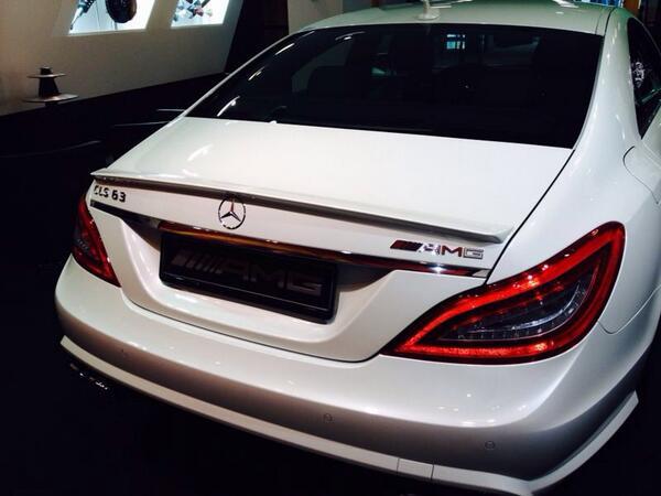 Espectacular la trasera del #MercedesBenz CLS 63 AMG @MB_Museum http://t.co/JxUVer1hZx