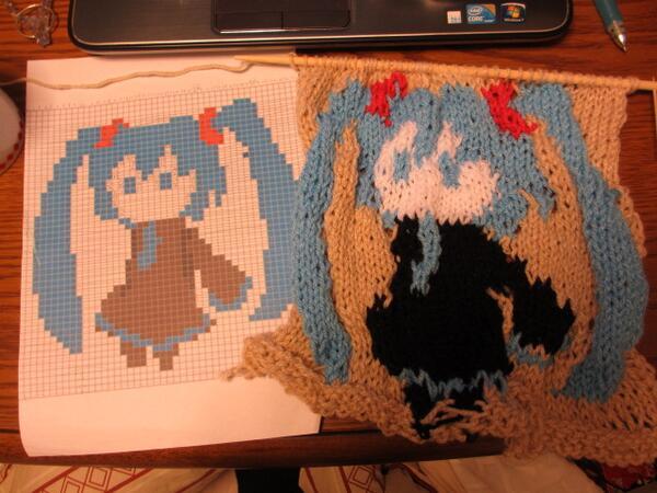 左:設計図 右:できたもの (編み物(ミクさん http://t.co/pQCiaBo8t7