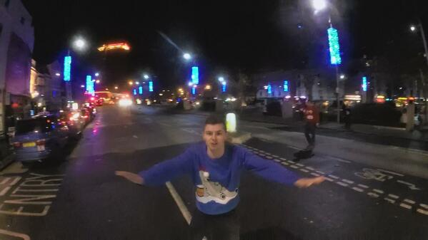 Anybody on Twitter in Bristol/Bath South West recognise this idiot? http://t.co/djtjIakRzp