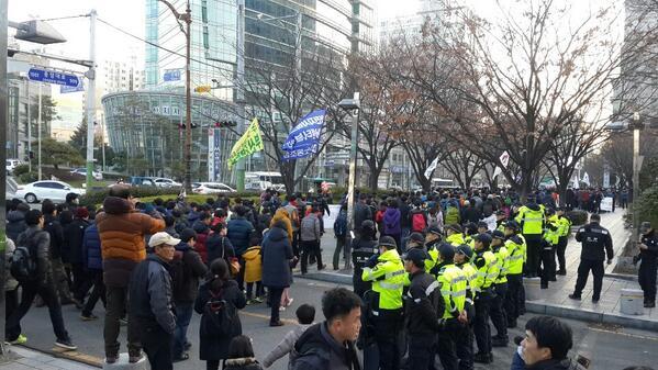 RT @ASeoyeon777: 부산쪽도ᆢ 이제 막 투쟁에 나선 부산시민들의 모습입니다. http://t.co/6SKlLBDkCE