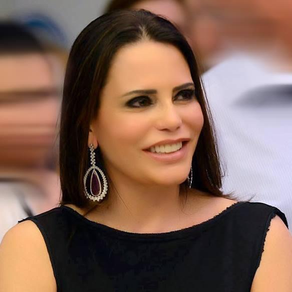 @toudentro @nejmijomaaaziz é a Primeira-dama mais influente das redes sociais no Brasil  http://t.co/xAuhRe5uWm … http://t.co/xT8qyuajOE