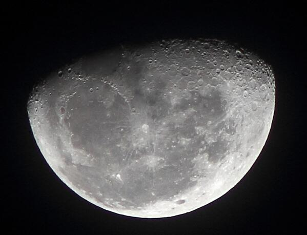 RT @adleon7: La Luna hace unos minutos http://t.co/WfAzLYD2pA