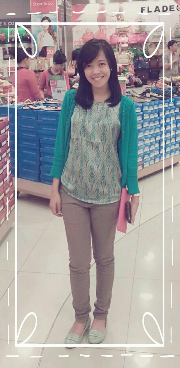 Love what i wear on this cloudy day, green blouse combined with warm cardigan &comfy stretch jeans @MyAccentFashion ♥ http://t.co/uQs0fc6QYw