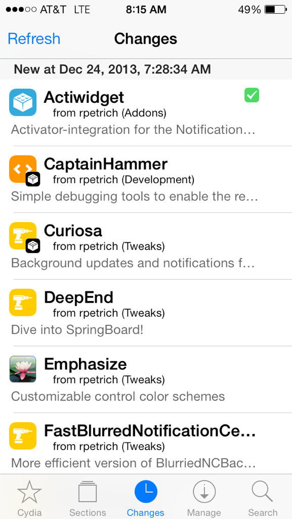 Cydia got a UI overhaul. Lots of white http://t.co/EbYUJtScpu