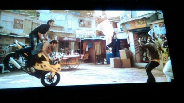 #overhypedDhoom3 the entry of Abhishek Bachchan is very funny! starting mein hi Uday Chopra ko goli maar deni thi! http://t.co/9qPwpCSNzz