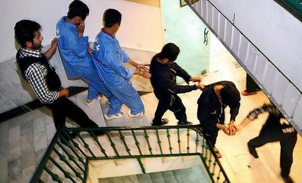 """پلیس آگاهی #تهران امروز ۱۲ تن از اعضای """"باند بزرگ سارقان موتورسوار کیفقاپ"""" را دستگیر کردند. http://t.co/x460cWfUi7"""