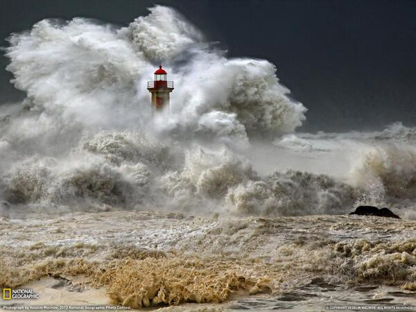 Joshua Oakley (@JoshuaStarlight): Lighthouse, Portugal  Photograph by Veselin Malinov  A huge ocean storm, Porto, Portugal http://t.co/3pxNK1xsRN http://t.co/L59nTnHGZx