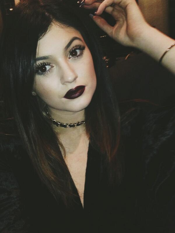 RT @KylieJenner: Merry Christmas Twit World http://t.co/7KpUPBOY2t