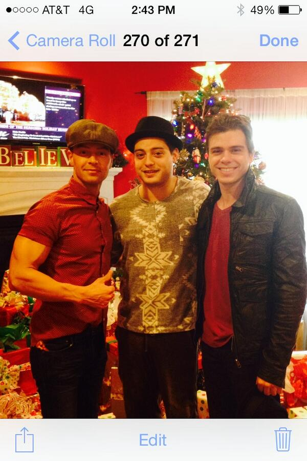 Merry Christmas from the Lawrence bros!!! http://t.co/3vPuikUSPL