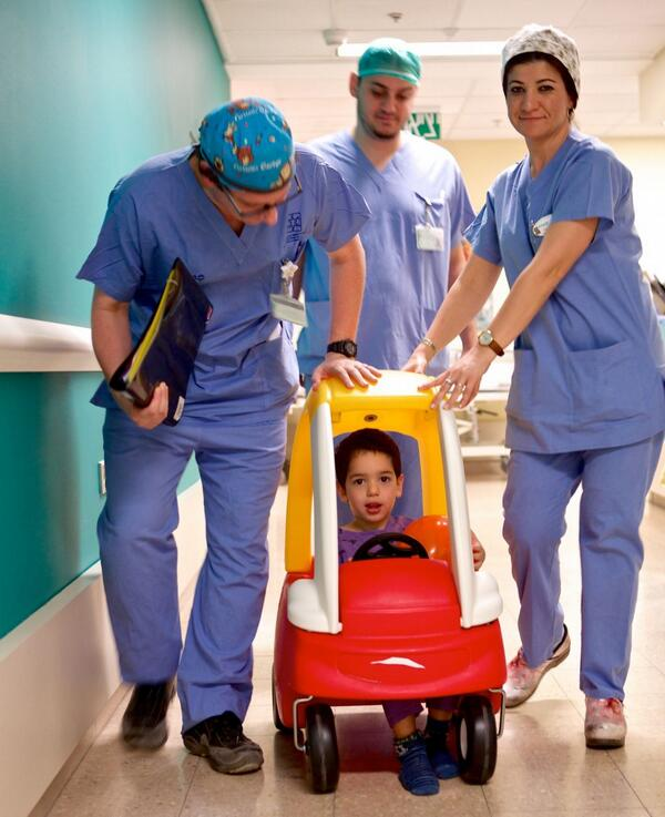 Forget hospital beds! An israeli hospital wheels its young patients to surgery in pedal cars http://t.co/iD2BDrfUfr http://t.co/y9GedZkq41