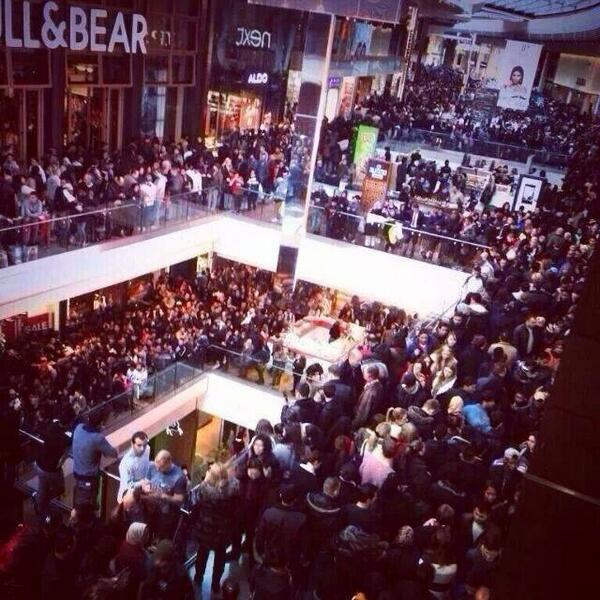 "Is this for real? Jesus!   MT ""@FirstNewsEditor: Batty Boxing Day sales. Look at this pic from Westfield Stratford. http://t.co/thbBbUgUJ5"""