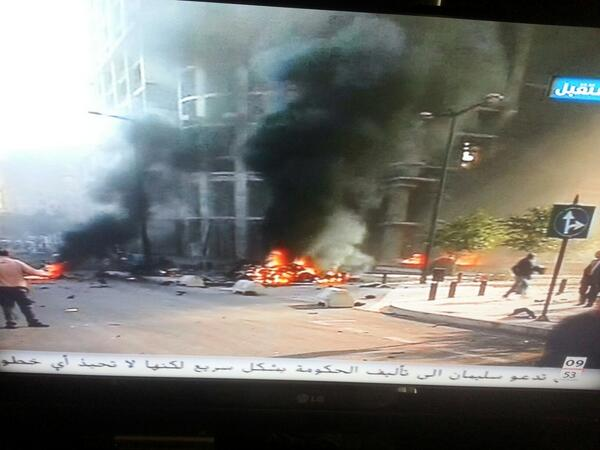 Exclusive footage from Future TV arriving after 2min on the explosion scene behind 4 season hotel #beirut #lebanon http://t.co/SYARFWHJeF