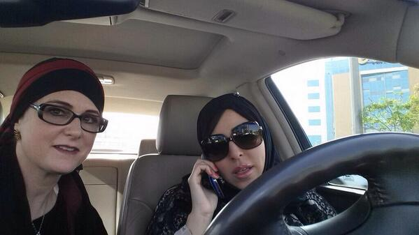 Photo of @SamiaElmo & @TamadorAlyami as they are stopped by police in Saudi for driving while female. http://t.co/oekeoA76y9