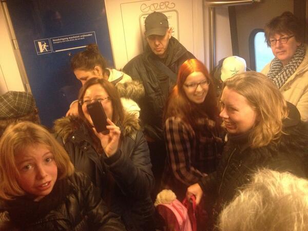 "RT @ombziall: ""@cumherehorun: #dutchproblemsnight dat je zo in de trein zit http://t.co/EMMupgTf0e"""