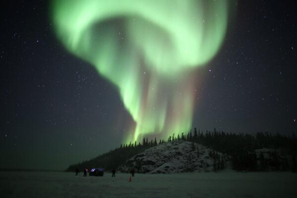 Rick Reichmuth (@rickreichmuth): @AuroraMAX last night from Prelude Lake #yellowknife http://t.co/e91DK7yFpR