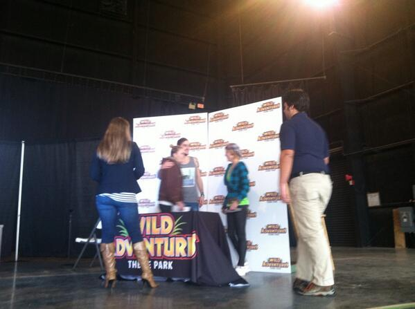 @HeffronDrive meeting fans at #wildadventures. What a great day! http://t.co/WsdPmYsiS4