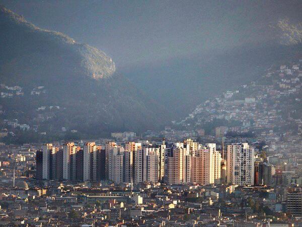 """Burası da Bursa. Bunun adı da """"şehircilik"""" değil. Bu resmen """"emanete ihanet"""". Gelecek nesiller hesabını sorar. http://t.co/P4lbJ9Xw3g"""