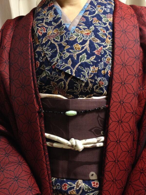 昨日のコーディネート。何気に色数多くて楽しい。冬っぽい色あいだけど。#kimono http://t.co/zwNGaD03x2