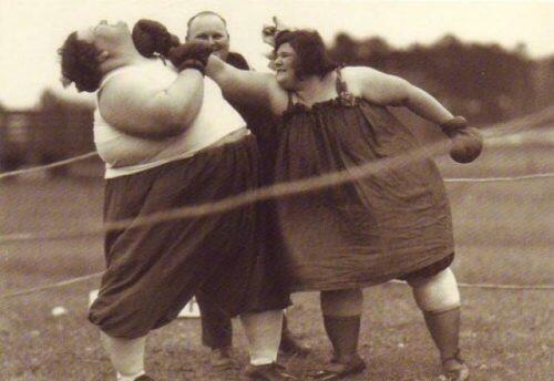 Fat women boxing http://t.co/TSbv3VK50w