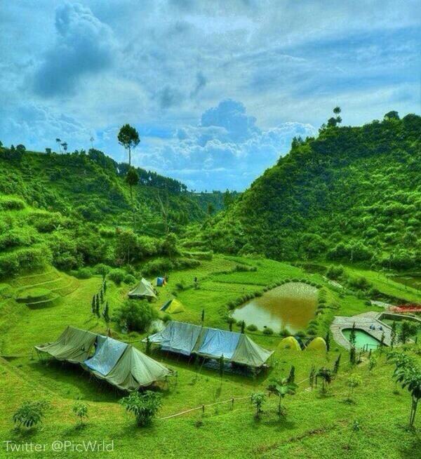 تخيل نفسك تسكن في هذا المكان  أنه أجمل منظر يمكن أن تشاهده في اندونيسيا. جنة الله في أرضه.  #غرد_بصورة http://t.co/TRDQ4x5u6K