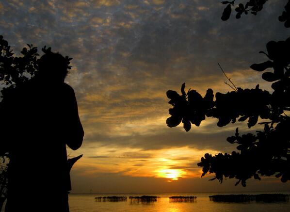 5 @angga_young semoga sekecil apapun kebaikan hadir untuk #Laut2014 seperti sunrise yang muncul secara perlahan. http://t.co/83LBERFawm