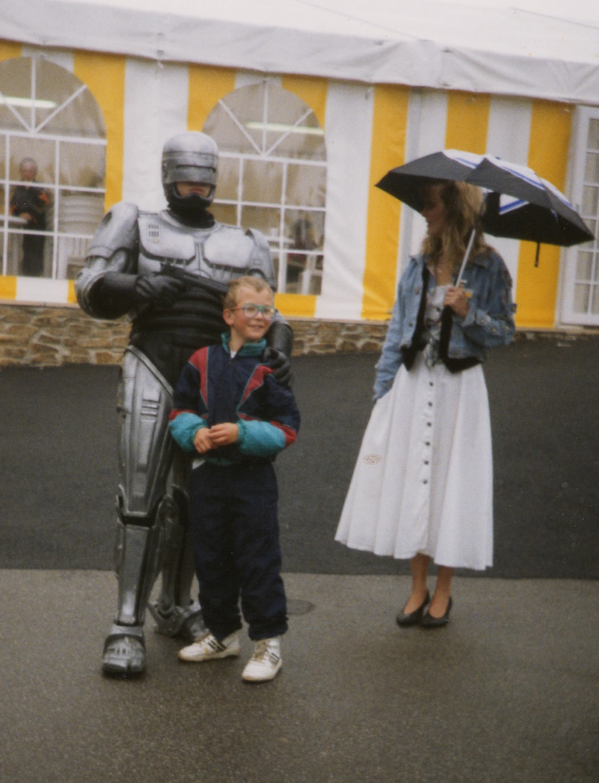 Robocop was a dick to my brother. lol even that random lady was like  WTF ?! http://t.co/ZBn71kKoLW