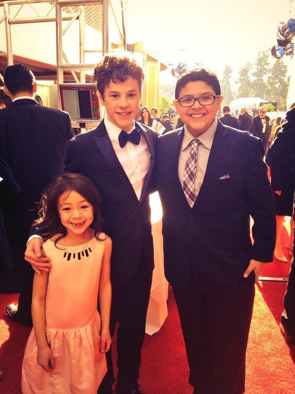 RT @condensadorfl: Lily, Luke y Manny de 'Modern Family', de los primeros en llegar a la alfombra roja #GlobosdeOro http://t.co/i0DgyfRinD