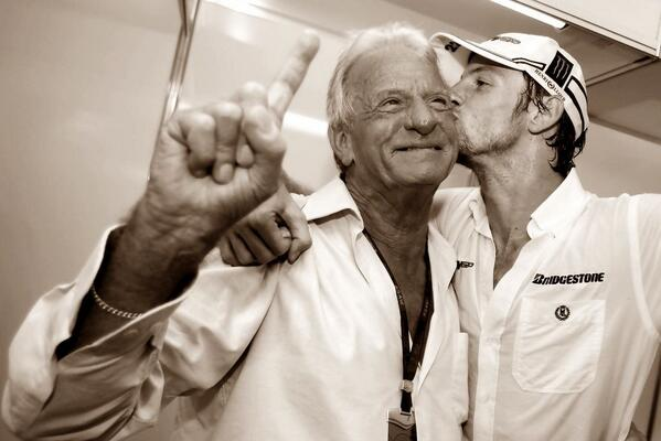 unexpected passing of John Button of suspected heart attack. He will be missed. http://t.co/Hrh6E6EQZ9 #F1 http://t.co/EfCWf3dbbx