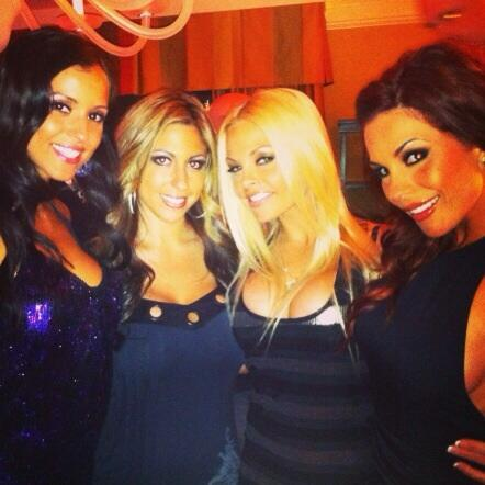 Diosa party with janessa @missmichellenaomi @thejessejane @kirsten_price http://t.co/Mc4J82Axef