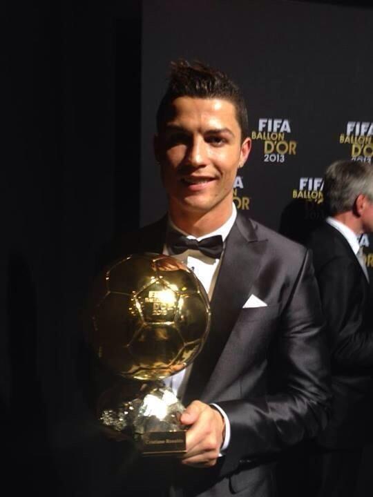 Skyrock  (@SkyrockOfficiel): Cristiano Ronaldo, ballon d'or 2013, bravo à tous ceux qui ont fait le bon prono. #BallondOr2013 http://t.co/sxqyWzYSye