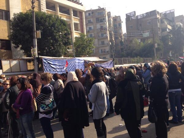 9.55am: Polling station in Heliopolis. Very long queues. Strong female presence. #Egypt #EgyReferendum http://t.co/Svk0OWPnWN