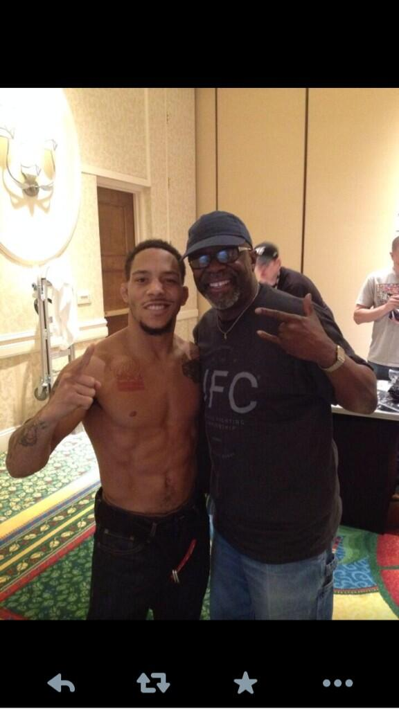 I'm on weight now, ready to go, can't wait to eat after weigh ins. I'm here with the man with the master plan Burt http://t.co/iG8GrVmmy5