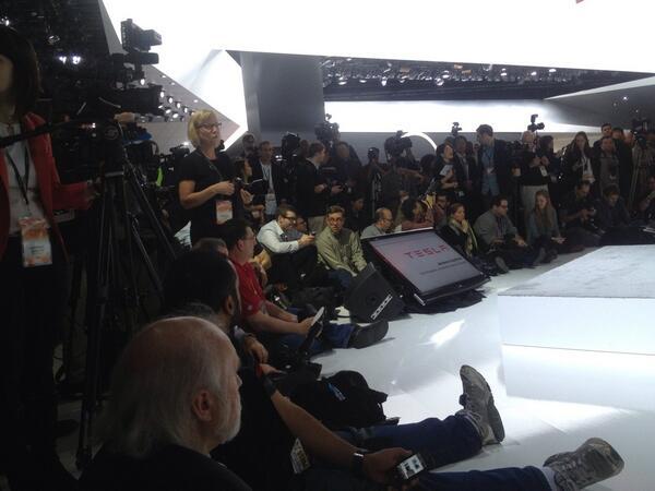 Live from the @TeslaMotors scrum $TSLA cc @danbigmanforbes http://t.co/XR9oB98UHk