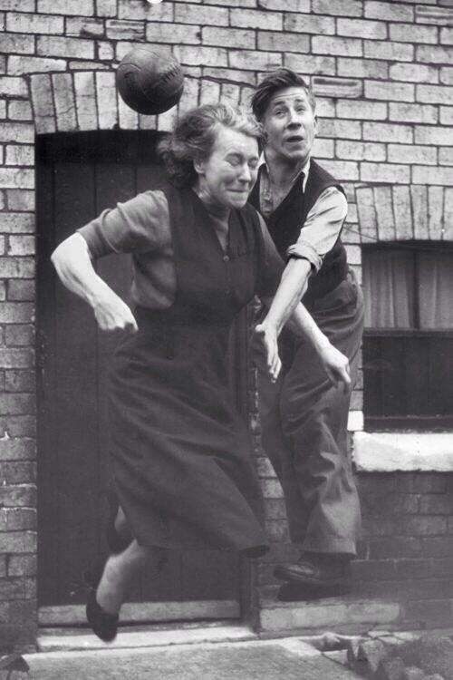 RT @AntiqueFootball: Bobby Charlton practices his heading skills with his mother Elizabeth outside their home, 1953 http://t.co/1fjiyLD63s