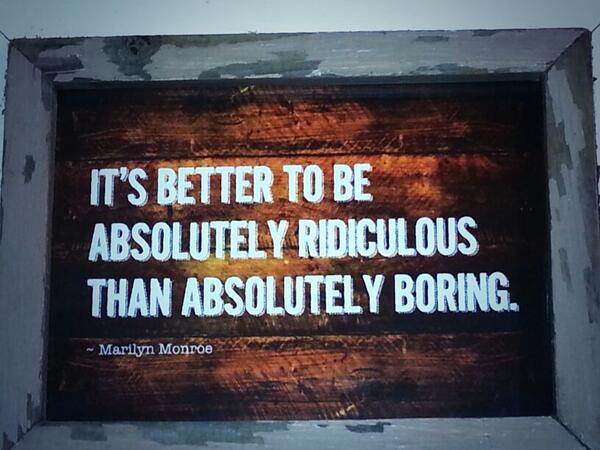 JAY (@Jay_du_Plessis): Happy en voorspoed en alles wat huge is vir al my tweeps! #GodSeën Ek Gaan groot soos Marilyn! http://t.co/IlUuDxLPFa