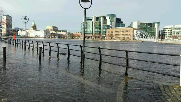 So The Liffey floods its banks. Dublin City Council have closed all the surrounding roads. (via @DaraQuilty) http://t.co/rgqzCehI7h
