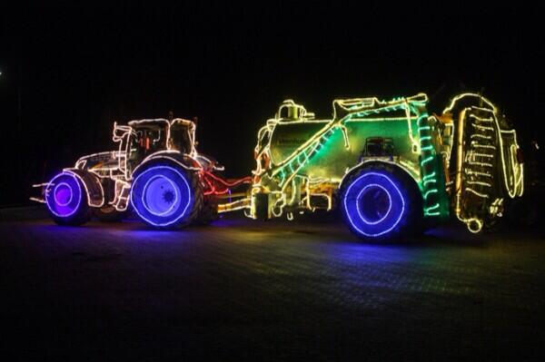 Tractors by night. Drimmelen. http://t.co/syazIFG3yv