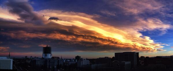 @schneidan: These post-sunset clouds over eastern Denver were really something... #COwx http://t.co/pR5CBdpxtX