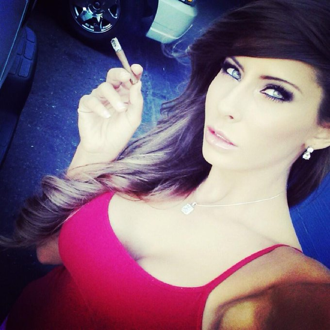 #BluntTime #selfie... Blunt time is all the time :) http://t.co/wa5YK2CSTY
