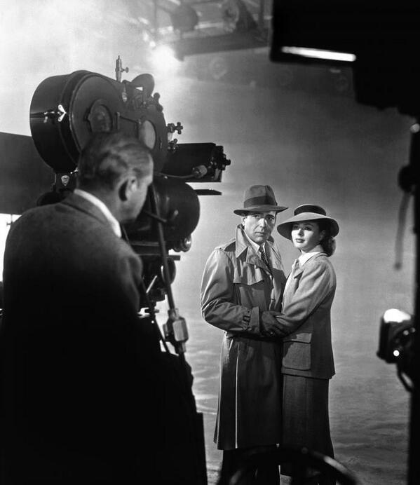Photos: Humphrey Bogart and Ingrid Bergman prepare to film their characters' climactic scene in Casablanca (1942) - http://t.co/cedeqg82jx