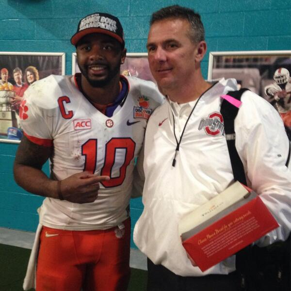 """Very cool. RT """"@ClemsonTigers: Hats off to Urban Meyer, a class act after game w/ Tajh Boyd, and @OhioStAthletics... http://t.co/28Eza17JaZ"""""""