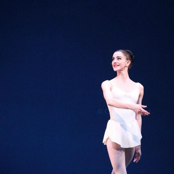 One very popular lady : Royal Ballet Soloist Olivia Cowley photographed by me #ballet @damegrace http://t.co/o3qZwZaDxV