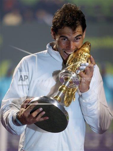 El primer trofeo de campeón que @RafaelNadal muerde en 2014 cayó en Doha  ¿El próximo será en Melbourne? http://t.co/iGGaxuBNGr