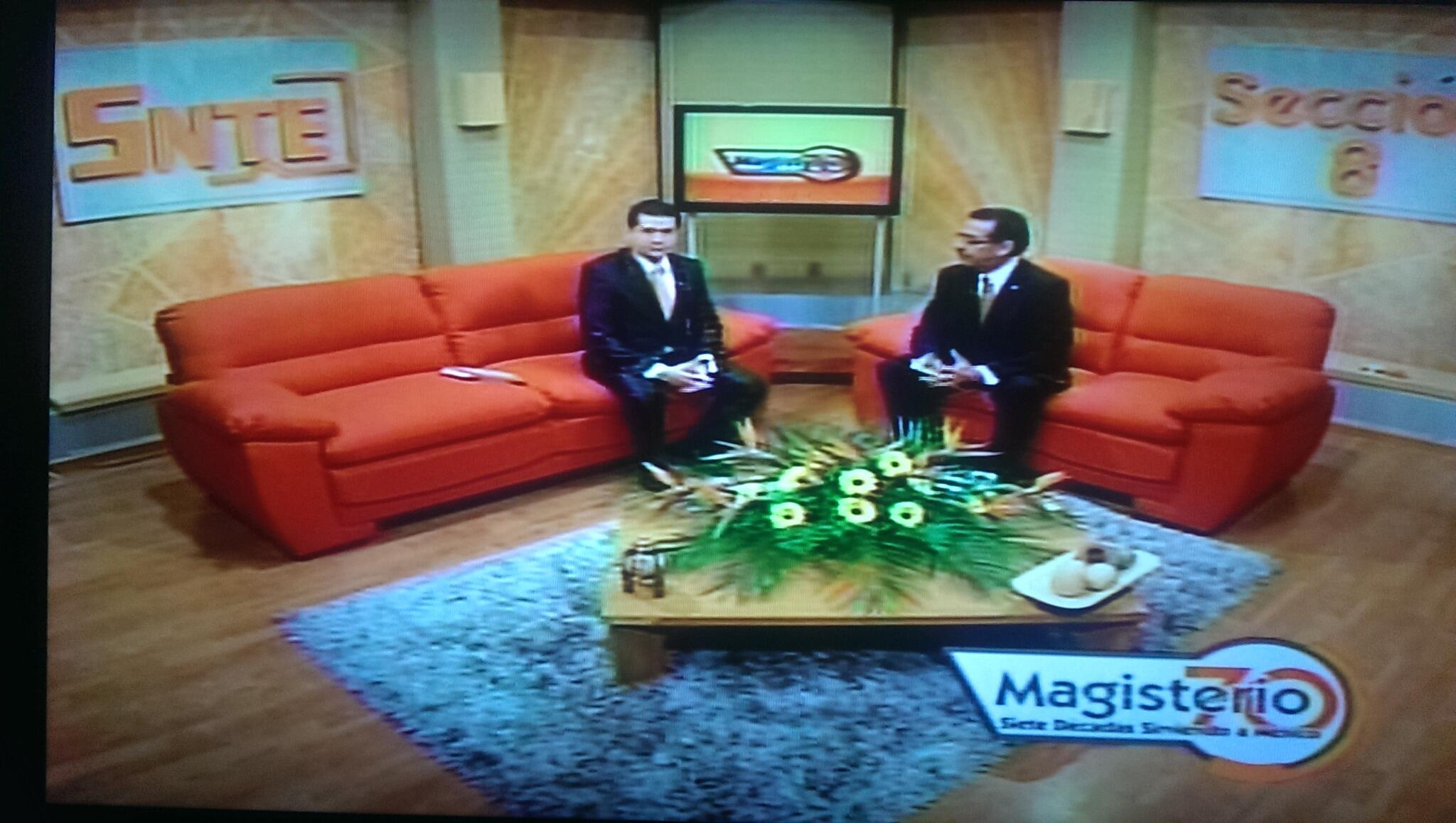 Magisterio 70 en vivo en tv azteca local, conducido por el Mtro. Alejandro Villarreal Aldaz y Edgar Peinado http://t.co/48gXwAFFiP