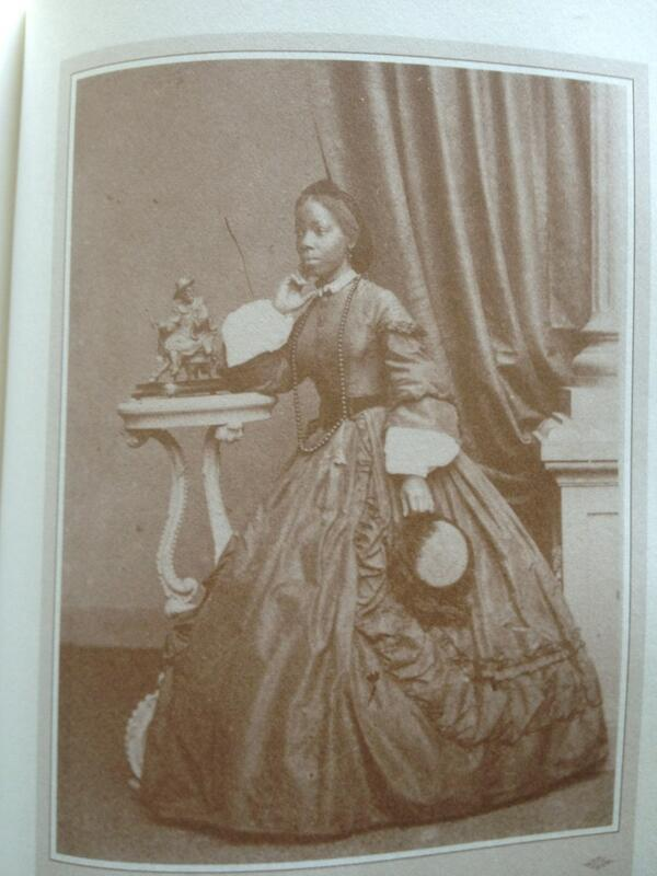 See African princess, Sarah Forbes Bonetta as a woman among British royalty, a protégée of Queen Victoria since age8 http://t.co/Mvfj1nhI8B