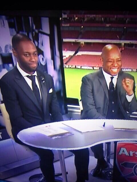 BdKW2JQIQAAlKjo Priceless! Ledley King and Ian Wrights reaction to Theo Walcotts banter with Spurs fans