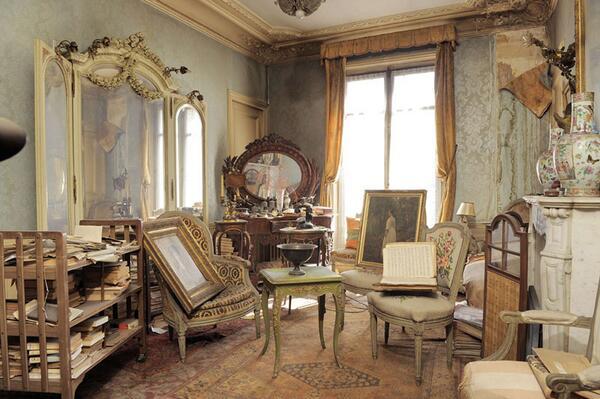 70年間閉め切られていたアパートがパリで発見される。中から発見された絵には320万ドルの値がついた。絵のモデルはマルト・ド・フロリアンという有名女優で、オーナーは彼女の孫だったそうな。 http://t.co/16lekXyDmr http://t.co/xwHTrMVCjn
