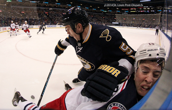Great hockey pic by @pdchris from tonight's #stlblues game. http://t.co/jRVcFrCrnA